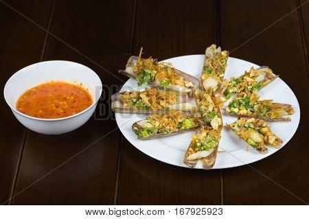 Barbecue Razor Shell With Onion, Peanut, Salt, Chili, Grease, Rum Wine. Asian Food