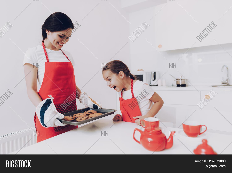 Apron Mom Daughter  Image & Photo (Free Trial) | Bigstock