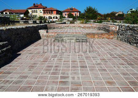 Drobeta Turnu Severin City Roman Fort Ruins Architecture Alley Detail
