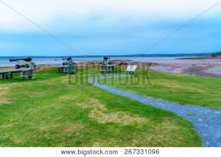 Saint Andrews, Canada - September 25, 2018: View Of Guns, Coast And Visitors In The St. Andrews Bloc