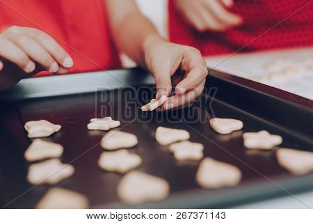 Red Apron And Cookie For Mom And Daughter. Sweet Cookie In Baking Tray. Baking Tray With Cookie. Dou
