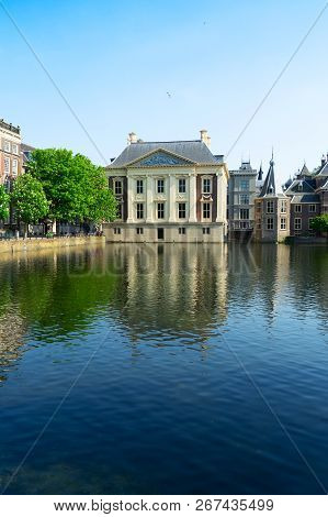Historical City Center Of Den Haag - Dutch Pairlament Binnenhof, Mauritshuis And With Reflections In