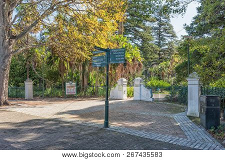 Cape Town, South Africa, August 17, 2018: A Signpost At The Tuynhuys Entrance To The Company Gardens