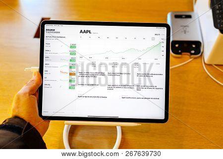 Paris, France - Nov 7, 2018: Customer Pov Personal Perspective Experiencing New Apple Ipad Pro Table