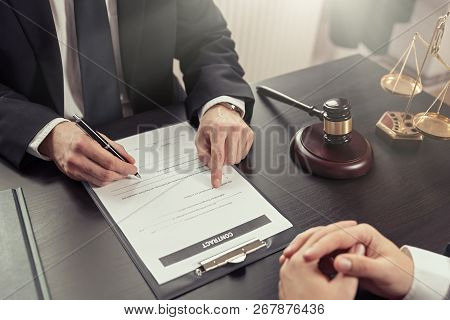 Lawyer Or Judge Consult, Meeting With Client