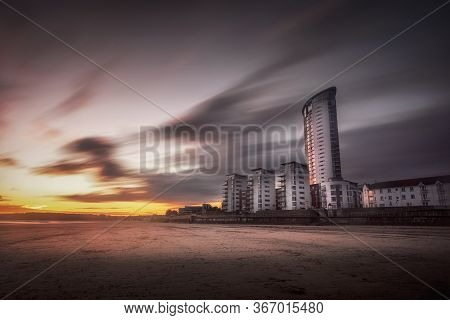 Editorial Swansea, Uk - October 20, 2019: Sunset And Sweeping Clouds Over The Marina Housing And Mer