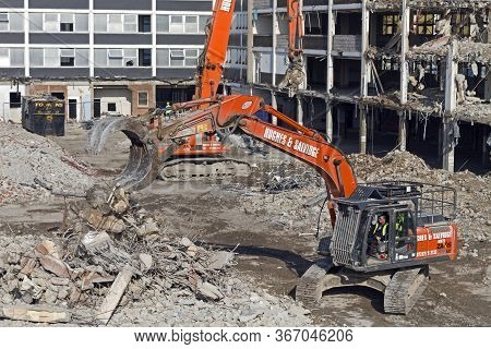 Weston-super-mare, Uk - February 19, 2013: Demolition Work Under Way At Dolphin Square, A 1960s Shop