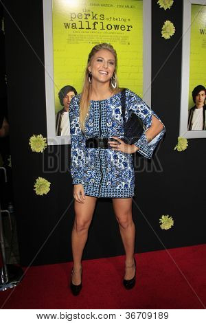 LOS ANGELES - SEP 10:  Cassie Scerbo arrives at