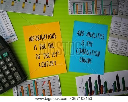 Quotes on the importance of information and data analysis, written on sticky note