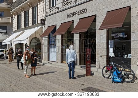 Lyon, France, May 20, 2020 : Social Distancing In The Streets. Social Distancing Is A Set Of Non-pha