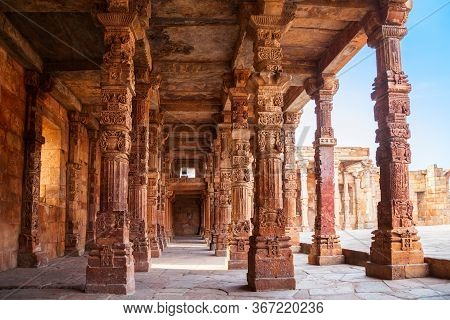 Iron Pillar Of Delhi Or Ashoka Pillar And Courtyard Of Quwwat-ul-islam Mosque In The Qutub Minar Com