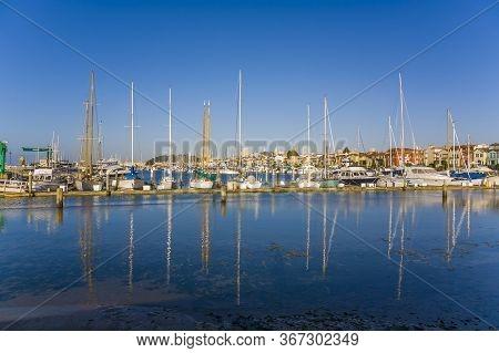 San Francisco, Usa - July 23, 2008: Marina  With Boats At Famous Yacht Club In San Francisco. The Sa