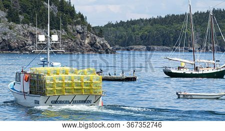 Bar Harbor, Maine, Usa - 28 July 2017: A Fishing Boat Is Heading Out Full Of Yellow Lobster Traps In