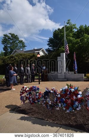 Colonial Heights, Virginia / Usa - May 27, 2019: City Officials, Guests And Citizens Of Colonial Hei