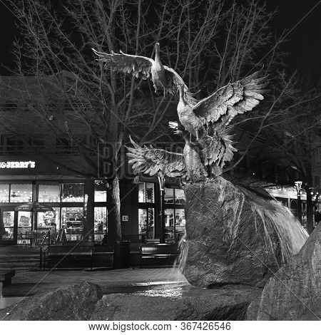 Fort Collins, Usa. Circa April, 2018. A Statue Of Birds Enjoying Freedom On A Fountain In The City S