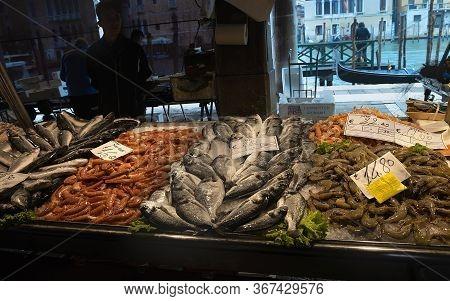 Venice,italy - October 18,2019: Display With Shrimps And Fish With Seller And Grand Canal In Backgro