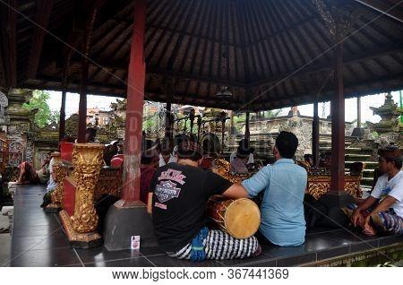 Traditional Bali Musical Instruments And Dance Performances Legong And Barong Waksirsa Dance Ubud Co