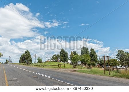 Clocolan, South Africa - March 20, 2020: View Of Road R26, With The Cabin Road Stall, Near Clocolan