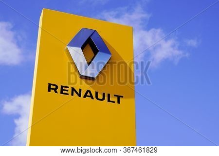 Bordeaux , Aquitaine / France - 10 02 2019 : Renault Car Logo Dealership Sign Shop Dealer Building S