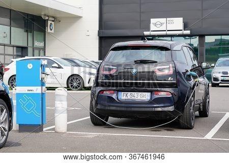 Bordeaux , Aquitaine / France - 10 27 2019 : Bmw I3 Electric Car Charging Batteries On Dealership St