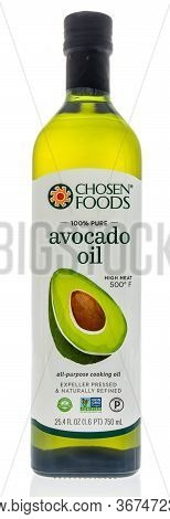 Winneconne,  Wi - 15 May 2020: A Bottle Of Chosen Foods Avocado Oil Cooking On An Isolated Backgroun