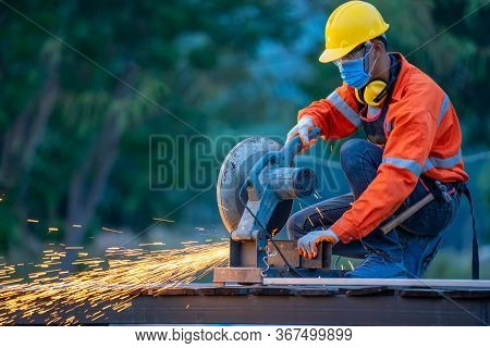 Worker With Metal Grinding On Steel,metal Grinding On Steel Pipe With Flash Of Sparks.