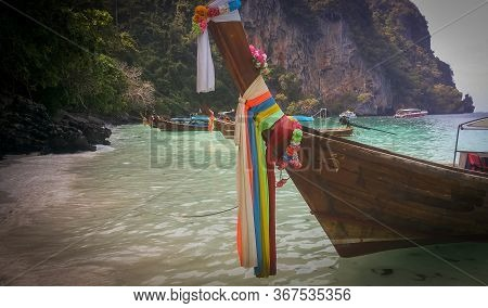 Beautiful Long Tail Boat In Sunset In Railay Beach In Krabi Province. Ao Nang, Thailland
