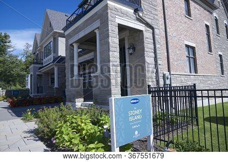 Kleinburg, Ontario / Canada - 08/31/2019: New Home House Exterior Architecture -  Photo Images Of Bu