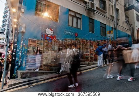 Hong Kong, Hong Kong Sar - November 17, 2018: Scene Of Blurred Motion Of Moving People With Hong Kon