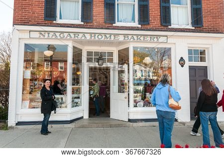 People Visiting Niagara Home Bakery In The Center Of Niagara-on-the-lake, Canada