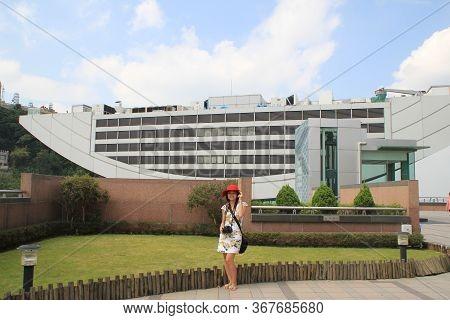 Hongkong - 20 September,2014: Beautiful Girl Stand In Front Of The Peak Tower Of Hongkong