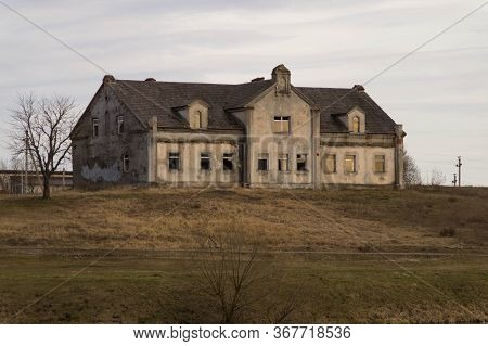 Abandoned House For Servants Of An Old Gentry Manor In Priluki, Belarus
