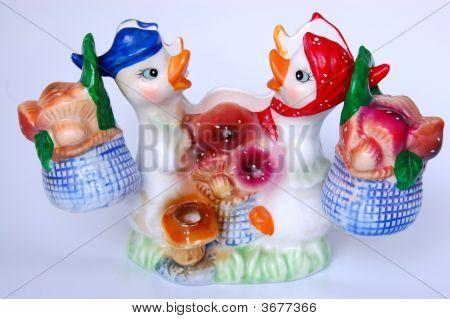 Ducks . Salt And Pepper Shakers
