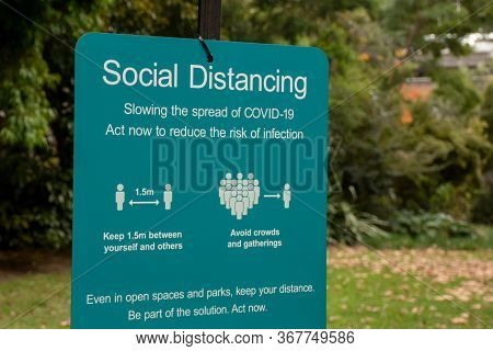 Social Distancing Sign In A Public Park In Nsw, Australia During The Covid-19 Pandemic.