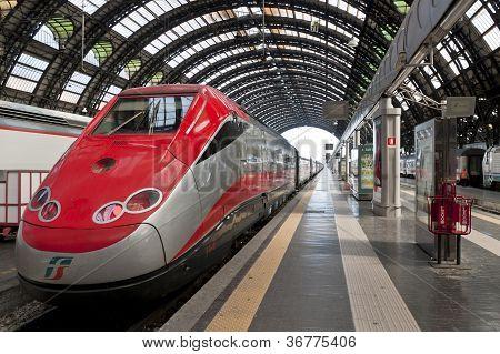 Milano Centrale Train Station Platform