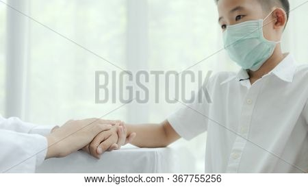 Doctor And Patient With Coronavirus Concept