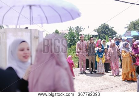 Malaysia -december 22, 2019: Malay Wedding The Bride Waiting For The Groom Come At Home, This Tradit