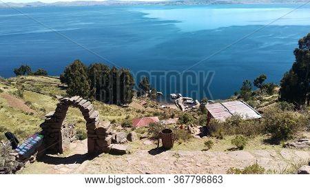 Isla Flotante De Los Uros En Puno - Peru