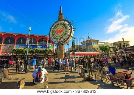San Francisco, California, United States - August 14, 2016: Tourists At Fishermans Wharf Of San Fran