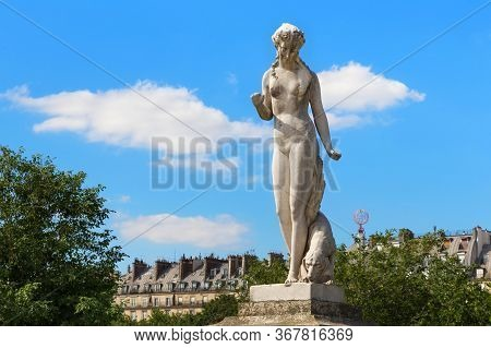 View Of The Marble Sculpture Nymphe (1866) By Louis Auguste Leveque (1814-1875) In The Tuileries Par