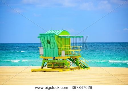 Lifeguard Tower Miami Beach, Florida. Sunny Day In Miami Beach