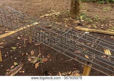 Deformed Steel Fastened With Steel Wire, Wire Truss Scheme For Making Beam Structures. Construction