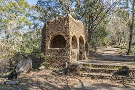 An Old Stone Building Alongside A Dirt Track At Evans Lookout In The Blue Mountains In Australia