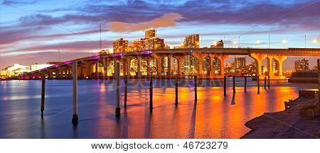 Stadt von Miami Florida Sommer Sonnenuntergang panorama