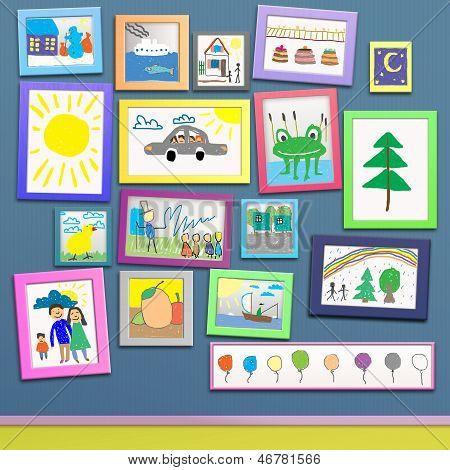Farbige Bilderrahmen mit Bilder von Kindern