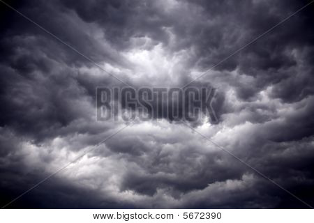 Gale pesado negro nubes tormentosas