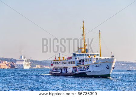 Ship sailing towards Old Istanbul