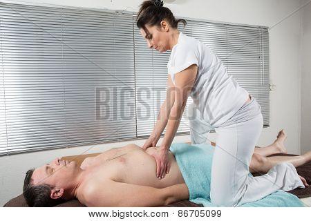 Shiatsu Massage By A Therapist