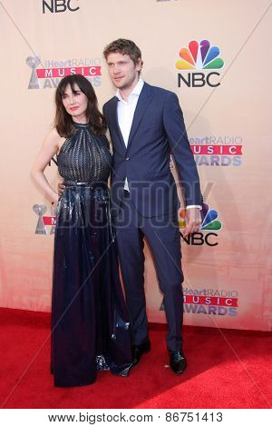 LOS ANGELES - MAR 29:  Carice van Houten, Kees van Nieuwker at the 2015 iHeartRadio Music Awards  at the Shrine Auditorium on March 29, 2015 in Los Angeles, CA