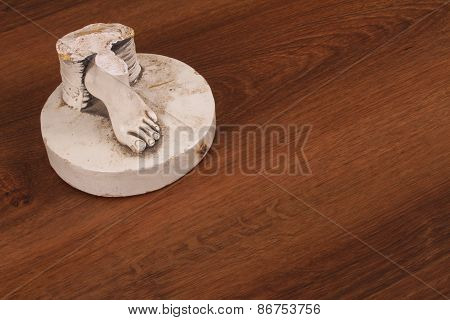 The Broken Finger Sculpture With Studio Shot